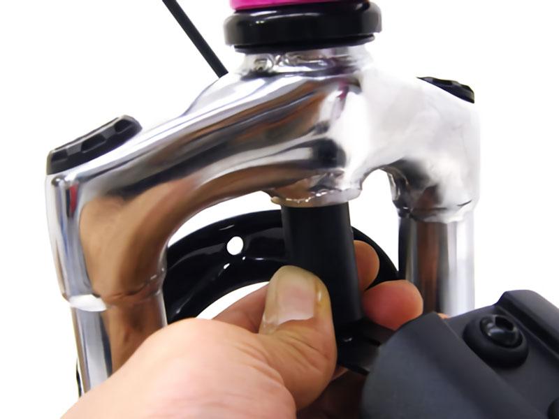 フロントマッドガード斜臼固定型フロントマッドガード(斜臼固定型)取り付け方法画像