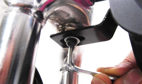 マッドガードセット(リアロングタイプ)フロントマッドガード(斜臼固定型)取り付け方法画像