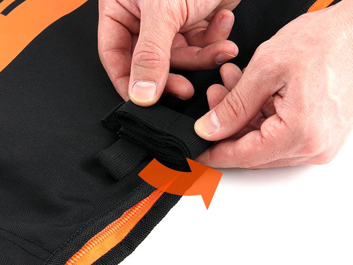 耐衝撃輪行キャリングバッグ(大径車用)固定ベルトの折りたたみ方画像
