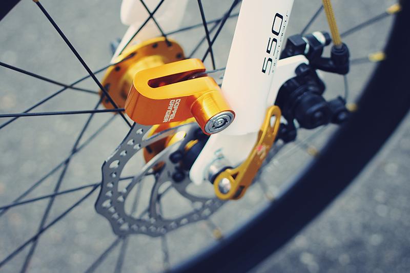 コンパクトディスクロックバイクと自転車との汎用性の高い ディスク取付型コンパクトロック画像