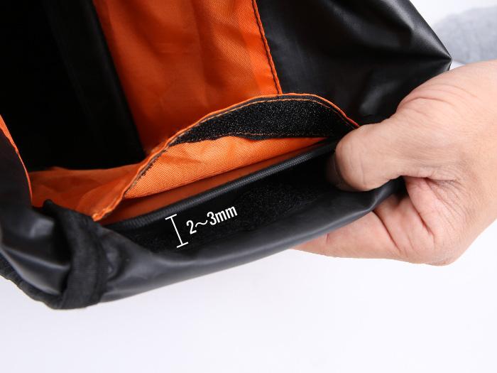 超大容量サドルバッグ付属PPボードの挿入について画像