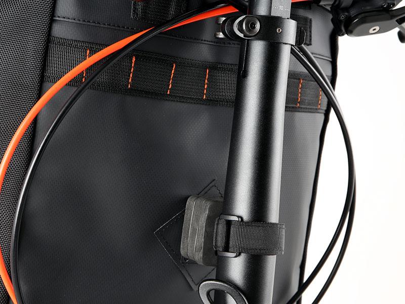 大容量フロントバッグ可変機構(バッグ取り付けベルト)画像