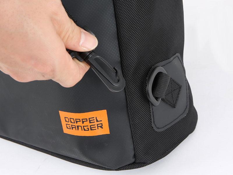 大容量フロントバッグ可変機構(ショルダーベルト接合部)画像