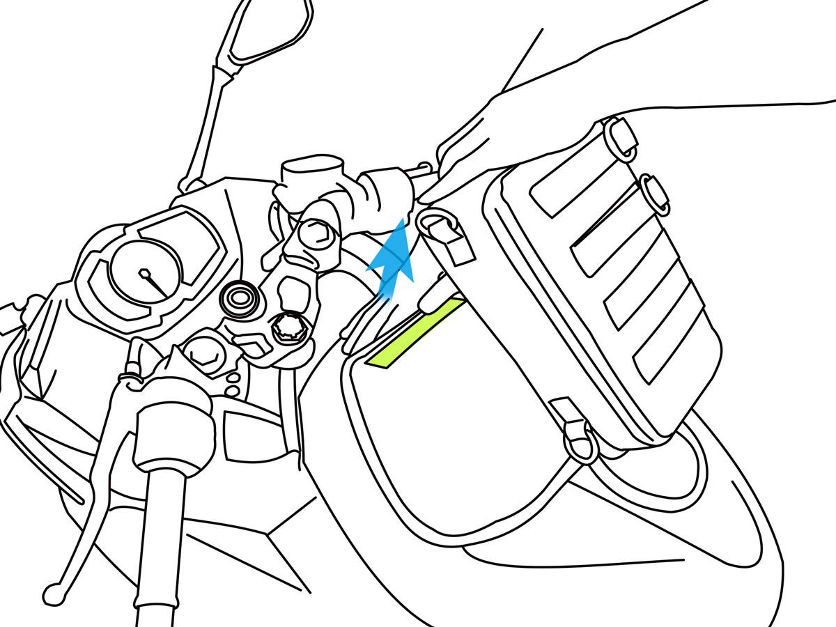 ターポリンタンクバッグ タクティクスバレットフラップでのバッグの外し方画像