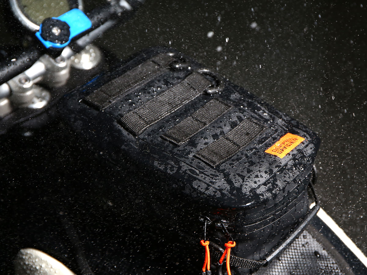 DBT528-KH ターポリンタンクバッグ タクティクス 主な特徴