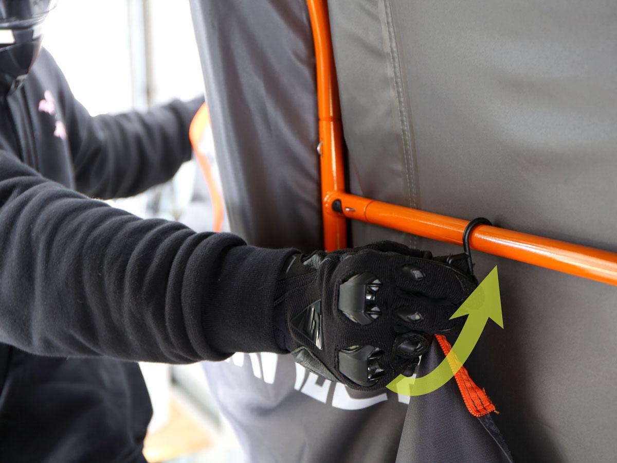 バイクガレージ 2150 スリムスクリーン・ドアの固定方法画像